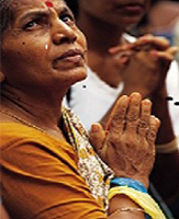 indian-praying-woman2